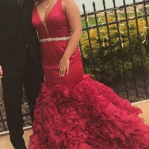 Sherri hill red prom dress